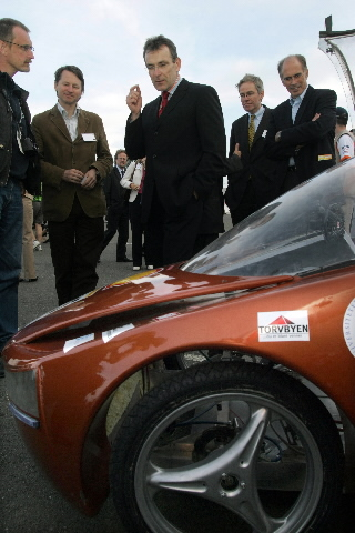 Andris Piebalgs, Member of the EC, at the Shell Eco-marathon car race
