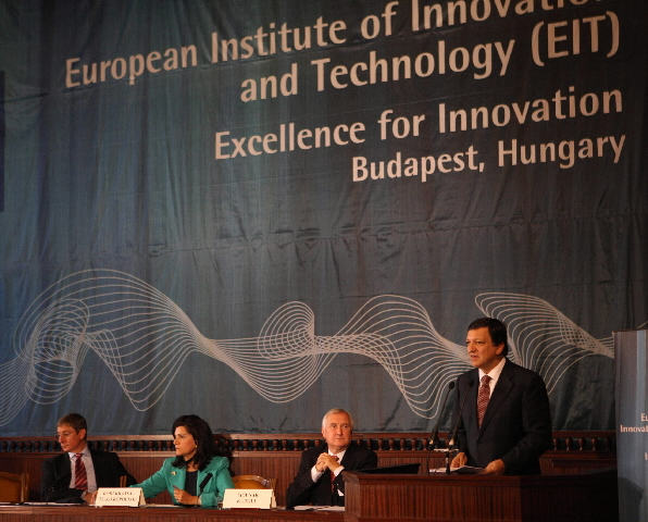 Participation of José Manuel Barroso, President of the EC, and of Ján Figel', Member of the EC, in the the first meeting of the EIT's Governing Board