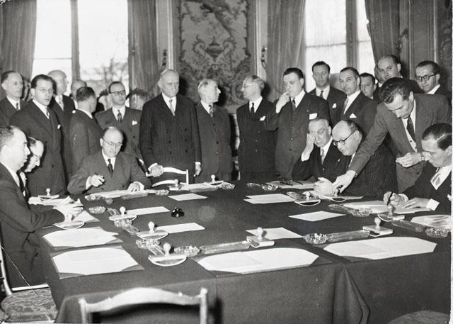 Signing of the Treaty project establishing the ECSC