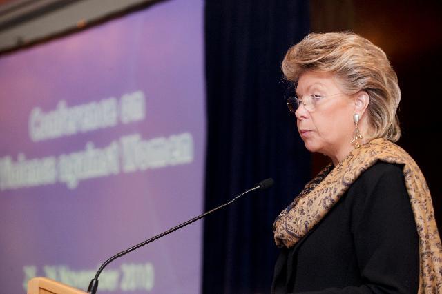 Participation de Viviane Reding, vice-présidente de la CE, à la conférence sur la violence contre les femmes