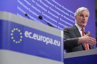 Conférence de presse de Michel Barnier, membre de la CE, sur la fixation de dates butoirs pour la migration vers le SEPA