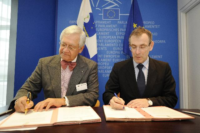 Signature of the Memorandum of Understanding in the framework of the Joint Pacific-EU Initiative on Climate Change