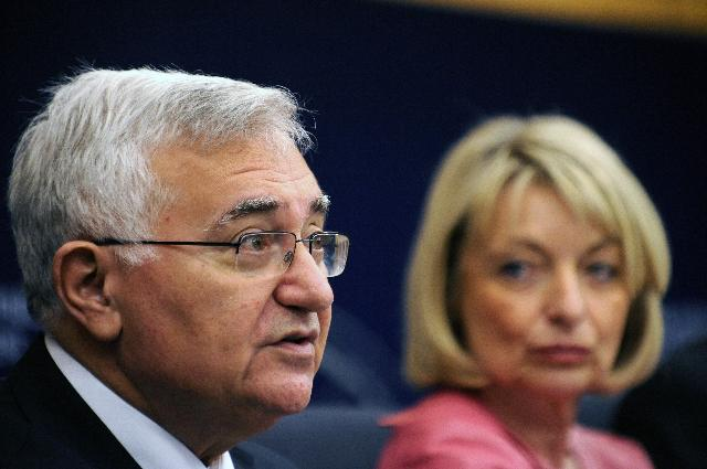 Joint press conference by John Dalli, Member of the EC, and Françoise Grossetête, Member of the EP, on the EU Directive on Patients' Rights in Cross-border Healthcare
