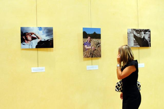 Vernissage de l'exposition photo Mettre un visage sur l'agriculture européenne; connaître l'agriculteur derrière le produit, avec la participation de Dacian Cioloş, membre de la CE