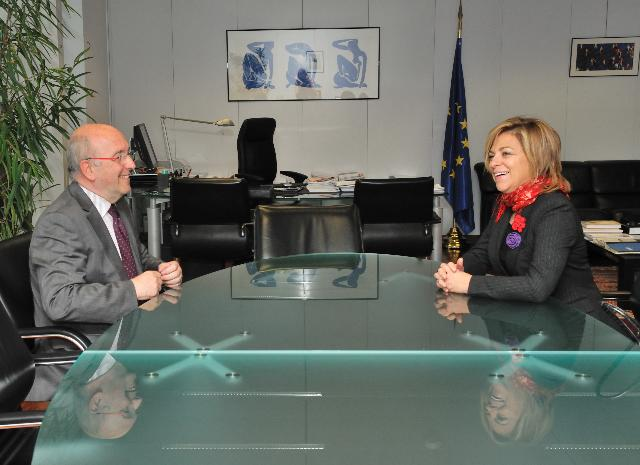 Visit of Elena Valenzuela, Secretary for International Politics and Cooperation of the PSOE, to the EC