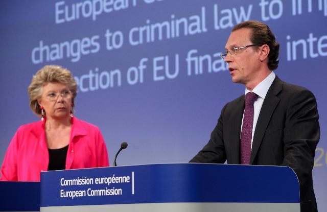 Conférence de presse conjointe de Viviane Reding, vice-présidente de la CE, et Algirdas Šemeta, membre de la CE, sur la proposition de la CE de renforcer le recours à la législation pénale antifraude