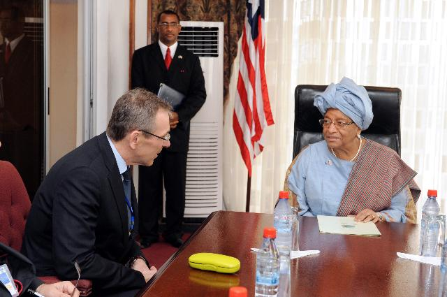 Visite d'Andris Piebalgs, membre de la CE, au Liberia