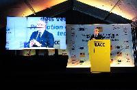 Présentation de la Volar-e, une des voitures électriques les plus innovantes, lors des essais de Formule 1 à Barcelone, avec la participation d'Antonio Tajani, vice-président de la CE
