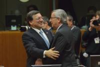Embrace between Jean-Claude Juncker, Luxembourgish Prime Minister; Minister of State; Minister for the Treasury, and José Manuel Barroso (in the foreground, from right to left)