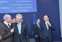 Embrace between Mario Monti, Italian Prime Minister; Minister for Economy and Finance, 2nd from the left, and Herman van Rompuy, on the left, in the presence of José Manuel Barroso, on the right