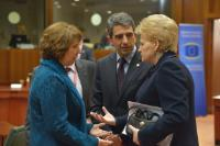Discussion between Dalia Grybauskaitė, President of Lithuania, on the right, and Catherine Ashton, on the left, in the presence of Rosen Plevneliev, President of Bulgaria