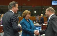 Handshake between Traian Băsescu, President of Romania, and Catherine Ashton, in the presence of David Cameron, British Prime Minister (in the foreground, from right to left)