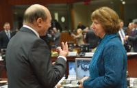 Discussion between Traian Băsescu, President of Romania, on the left, and Catherine Ashton