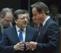 Discussion between David Cameron, British Prime Minister, and José Manuel Barroso (in the foreground, from right to left)