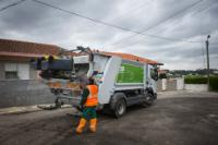 Les employés de Maia Ambiente vidant les conteurs Ecopoint