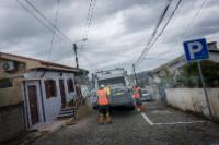 Les employés de Maia Ambiente vidant les conteurs Ecopoin