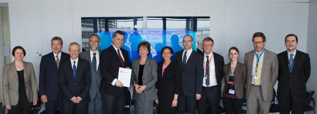 Presentation of the white paper 'Recommendations for a Strategy on European Cyber Security Standardisation' to Neelie Kroes, Vice-President of the EC