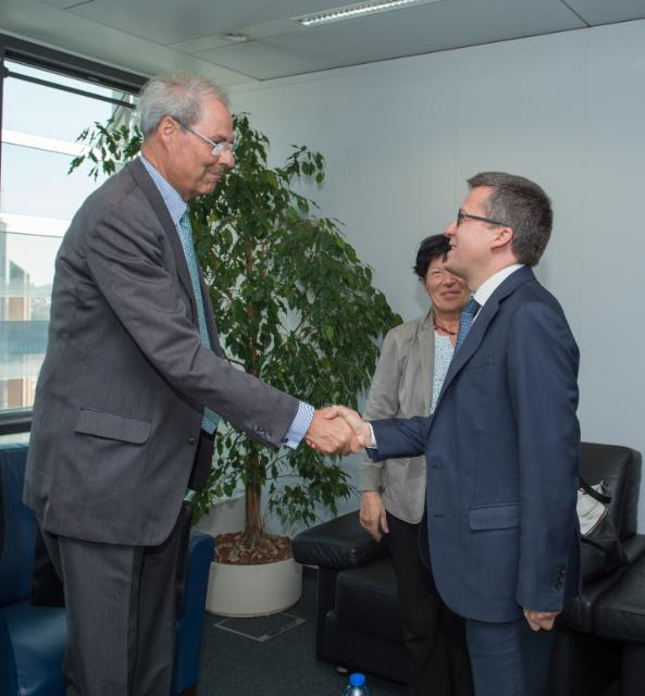 Visit of Wolfgang Schürer, Chairman of the Board of the 'Foundation Lindau Nobelprizewinners Meetings at Lake Constance' and Member of the Council for the Lindau Nobel Laureate Meetings, to the EC