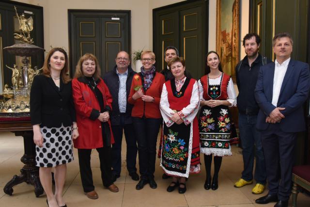 Participation de Kristalina Georgieva, vice-présidente de la CE, à la 'Grand Horo Dance' sur la Grand-Place de Bruxelles