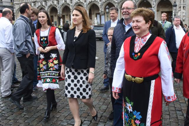 Participation of Kristalina Georgieva, Vice-President of the EC, in the 'Grand Horo Dance' at the Grand Place of Brussels