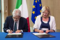 Signing ceremony of five Operational Programmes for Italy for growth and jobs in 2014-2020