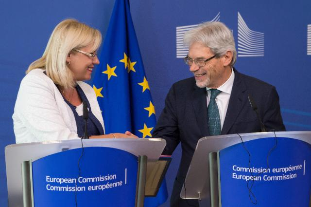 'Claudio de Vicenti, on the right, was received by Corina Cretu'