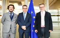 Visite de Joseph Weiler, président de l'Institut universitaire européen (IUE) et Miguel Poiares Maduro, vice-ministre portugais du Développement régional, à la CE