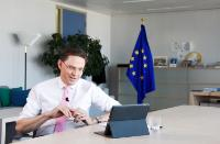 Participation de Jyrki Katainen, vice-président de la CE, à un chat avec les internautes sur Facebook