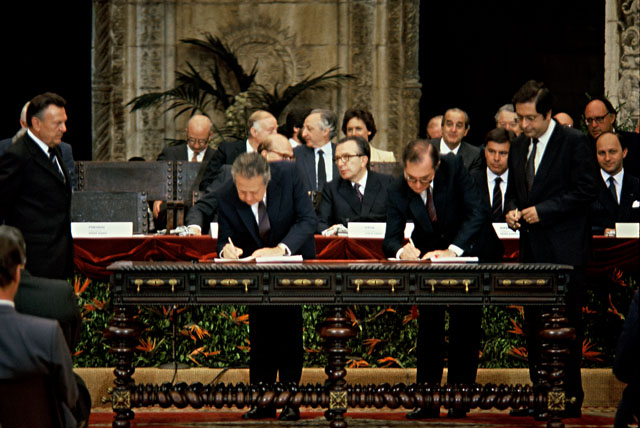 Signature of the Acts of accession of Spain and Portugal in the EC