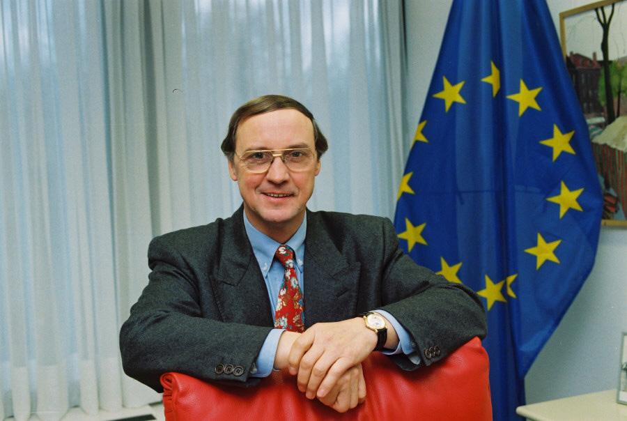 Karel van Miert, vice-président de la CCE