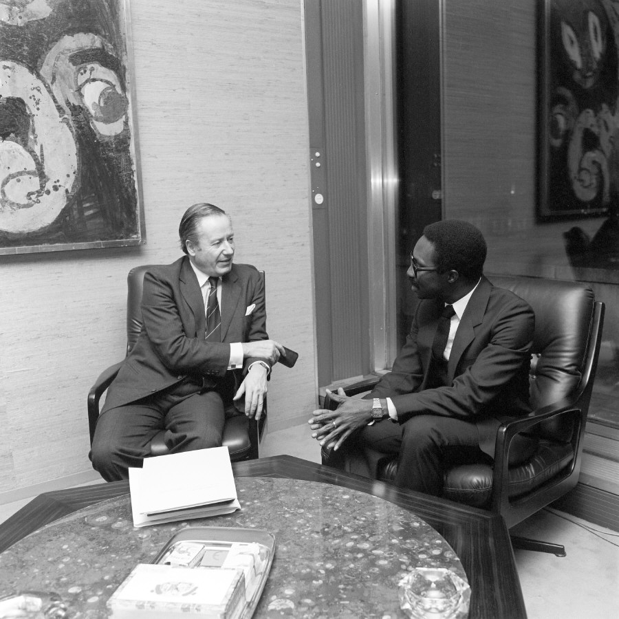 Presentaiton of the credentials of the Head of the Mission of Guinea-Bissau to Gaston Thorn, President of the CEC
