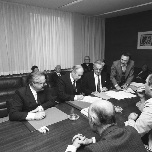 Signing of a agreement between the CEC and Belgium for the purchase of a building