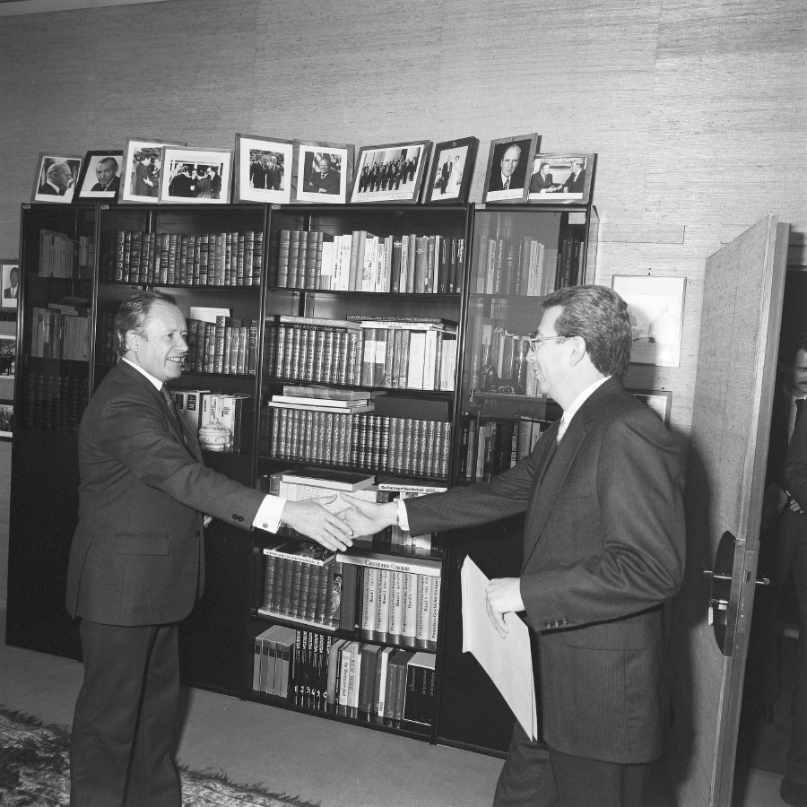 Presentation of the credentials of the Heads of Mission to Gaston Thorn, President of the CEC