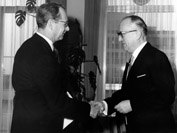Presentation of the credentials of the Head of the Mission of the United States to Walter Hallstein, President of the Commission of the EEC