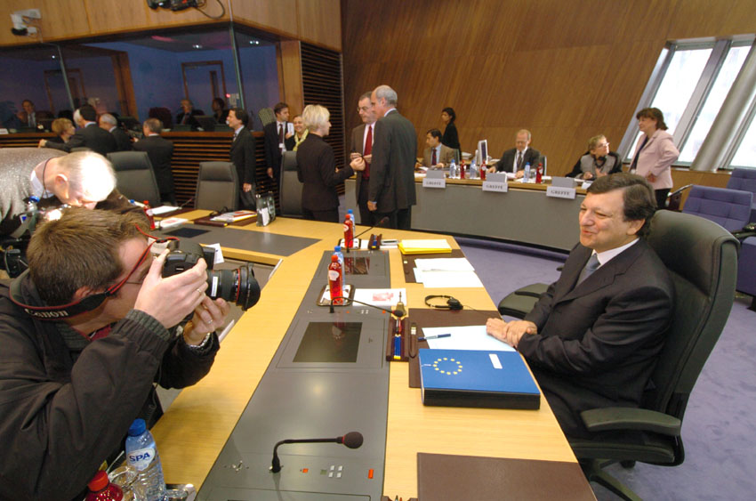First weekly meeting of the Barroso I Commission followed by a press conference