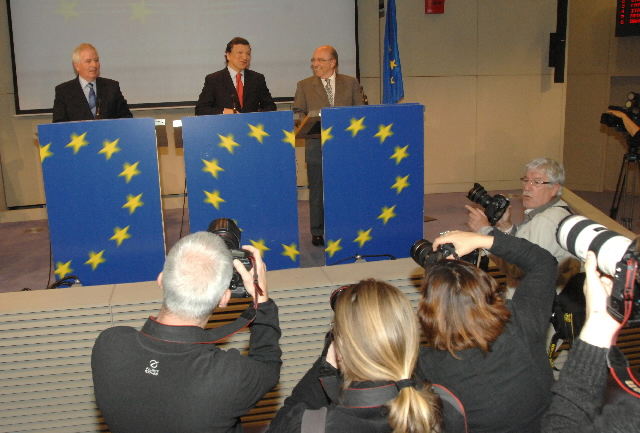 Joint press conference of José Manuel Barroso, Joaquín Almunia and Charlie McCreevy on a new financial supervision package