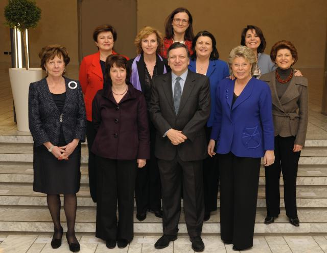 Photo de famille officielle de la Commission Barroso II