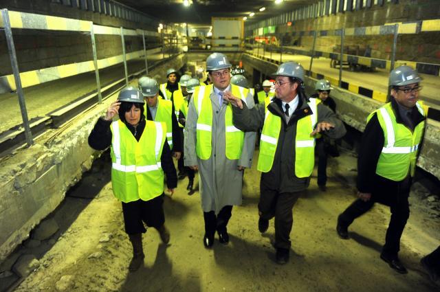 Visite du tunnel ferroviaire Schuman-Josaphat, à Bruxelles, par Maroš Šefčovič, vice-président de la CE, et Laurette Onkelinx, vice-Première ministre belge et ministre des Affaires sociales et de la Santé publique