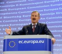 Conférence de presse de Siim Kallas, vice-président de la CE, sur les conséquences du nuage de cendres volcaniques pour le transport aérien une semaine après l'éruption d'un volcan en Islande