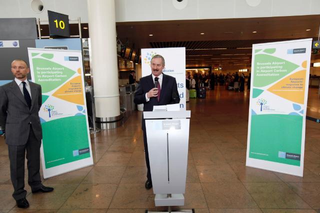 Remise de l''Airport Carbon Accreditation à Brussels Airport par Siim Kallas, vice-président de la CE