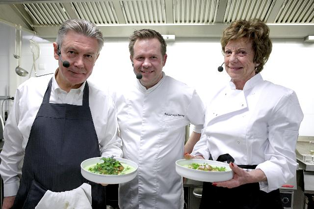 Participation of Neelie Kroes, Vice-President of the EC, and Karel De Gucht, Member of the EC, at the Commissioner Cooks action in the framework of the Week of Taste, under the Belgian Presidency of the EU