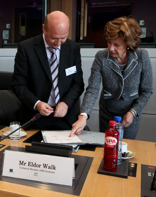Signature ceremony of the voluntary agreement with industry, civil society, ENISA as well as privacy and data protection watchdogs in Europe, on the use of smart tags RFID