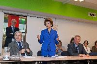 Visite d'Androulla Vassiliou, membre de la CE, à la Bibliothèque centrale de la CE