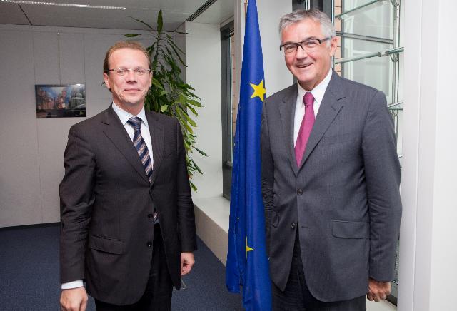 Visite de Josef Waltl, président d'Europia, à la CE
