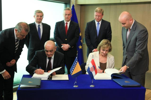 Signature ceremony of the three agreements on border management between Croatia and Bosnia and Herzegovina, followed by a joint press conference by Štefan Füle, Vesna Pusić and Zlatko Lagumdžija