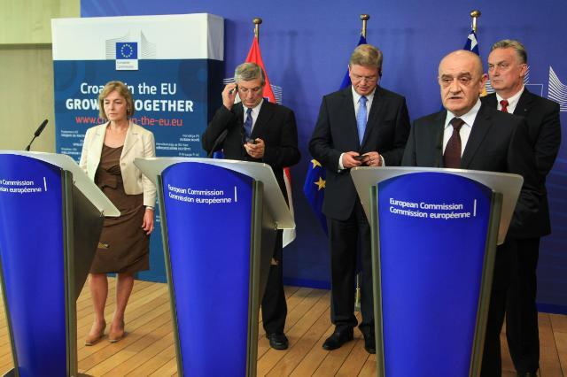 Cérémonie de signature de trois accords sur la gestion des frontières entre la Croatie et la Bosnie-Herzégovine, suivie d'une conférence de presse conjointe de Štefan Füle, Vesna Pusić et Zlatko Lagumdžija