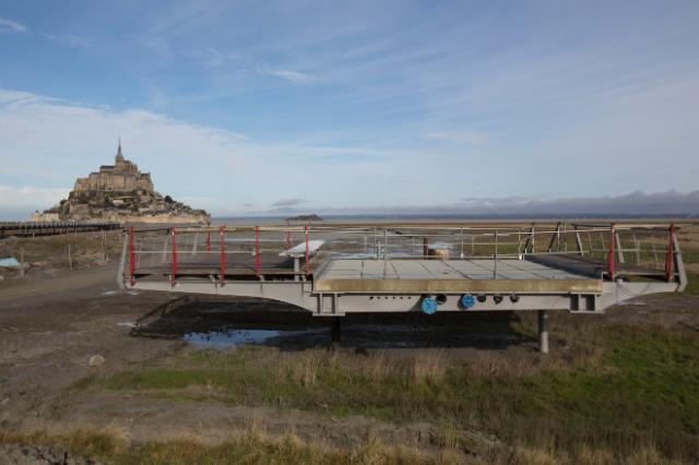 The rehabilitation of the maritime nature of the Mont-Saint-Michel, France