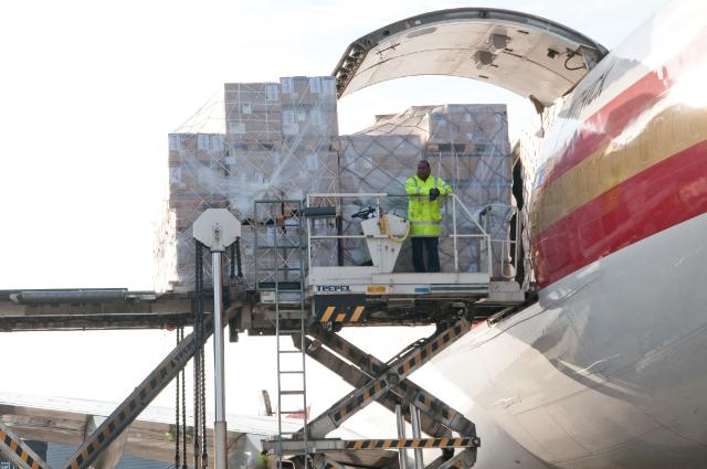 Ebola crisis: EU organises an air lift operation to West Africa