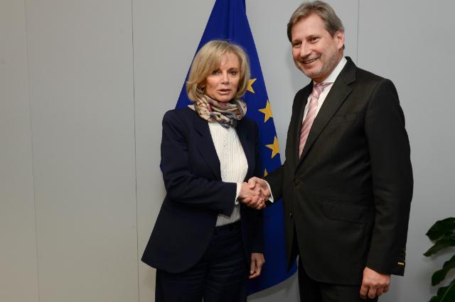 Johannes Hahn reçoit Elisabeth Guigou, présidente de la Fondation Anna Lindh