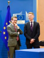 Signing ceremony of an investment agreement for the wave energy power project WaveRoller